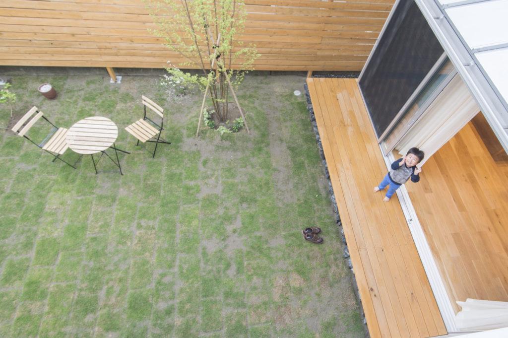 2階からの庭の眺め