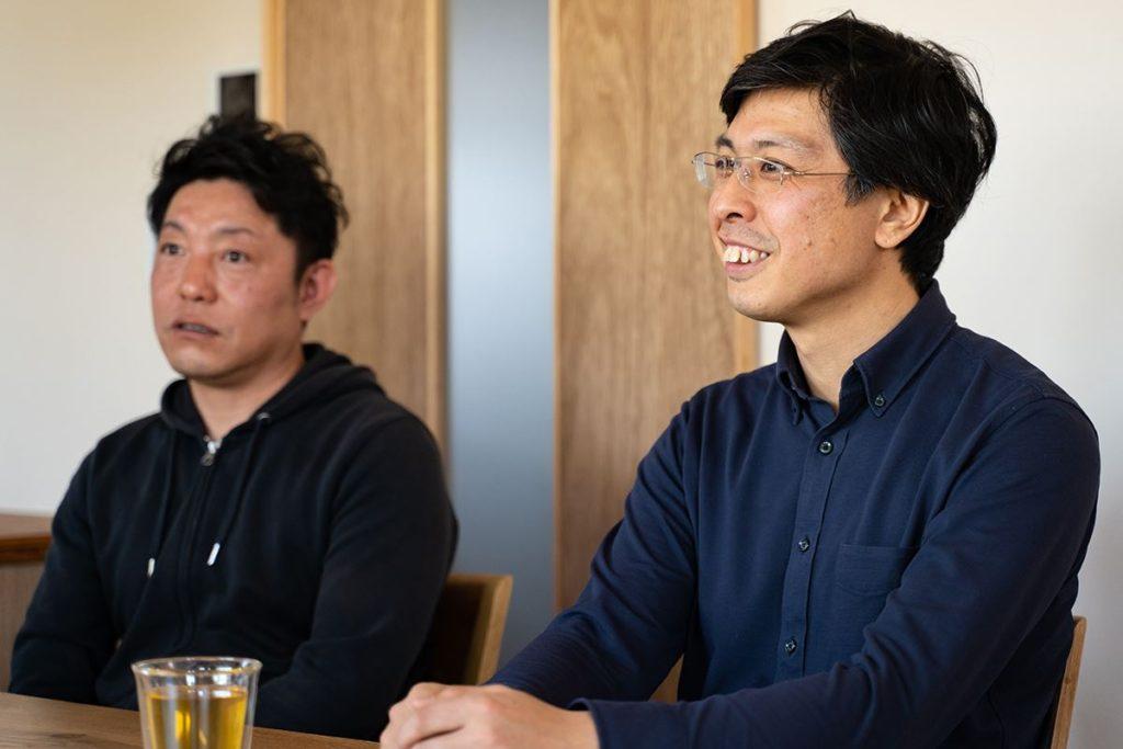 加藤淳一級建築士事務所の加藤淳さん(右)、株式会社Ag-工務店の渡部栄次さん(左)。